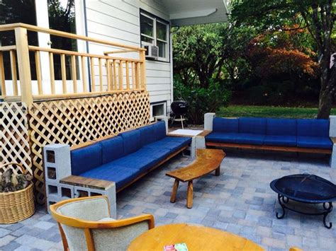 Diy-Cinder-Block-Cement-Sectional-Sofa-With-Wood-Beams