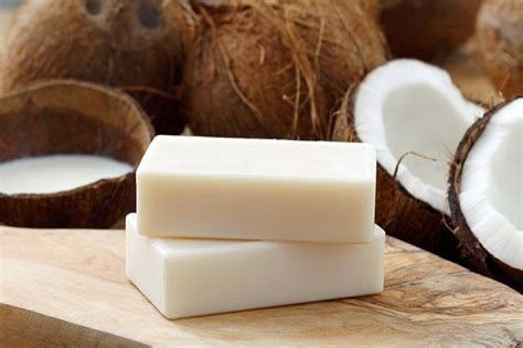 Diy-Coconut-Oil-Soap