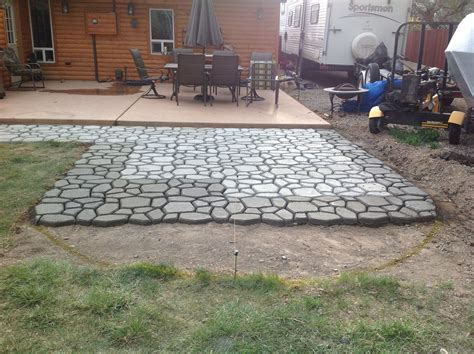 Diy-Concrete-Patio-Using-Molds