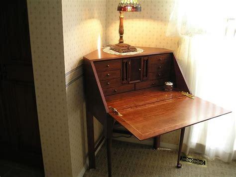 Diy-Corner-Secretary-Desk