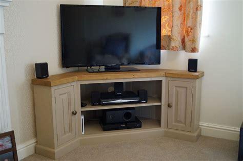 Diy-Corner-Tv-Stand-With-Storage