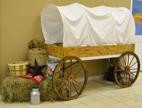 Diy-Covered-Wagon-Table