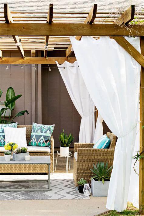 Diy-Curtain-Pergola-Ideas-For-Outdoor-Dining-Set
