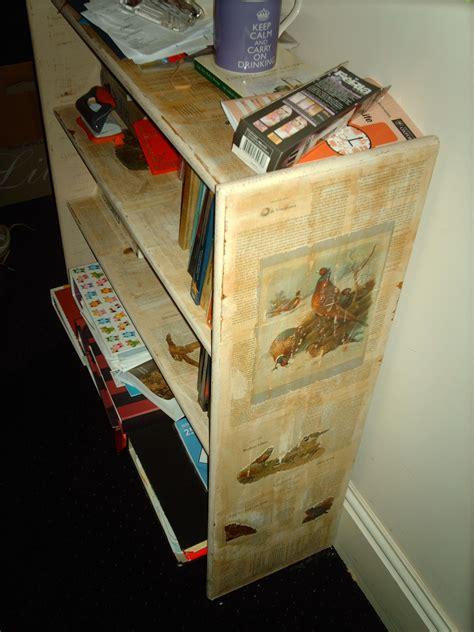 Diy-Decoupage-Bookshelf