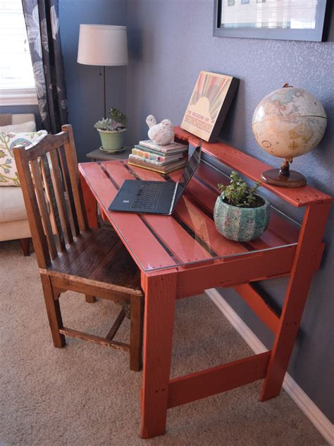 Diy-Desk-From-Pallets