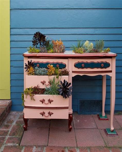 Diy-Desk-Into-Planter