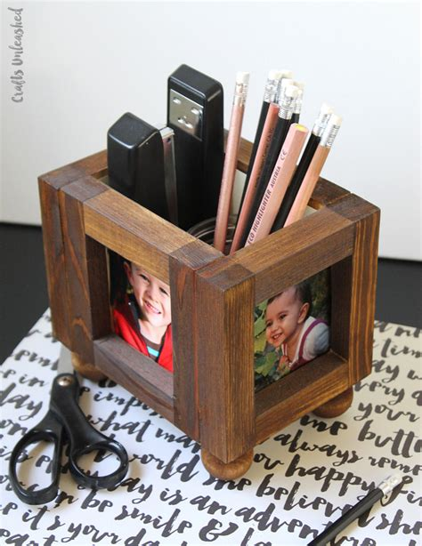 Diy-Desk-Photo-Holder