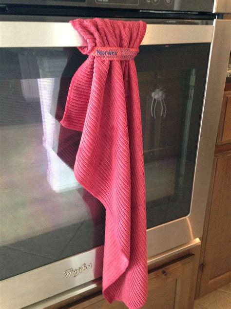 Diy-Dish-Towel-To-Hang-On-Oven-Door