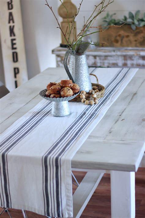 Diy-Distressed-White-Farmhouse-Table