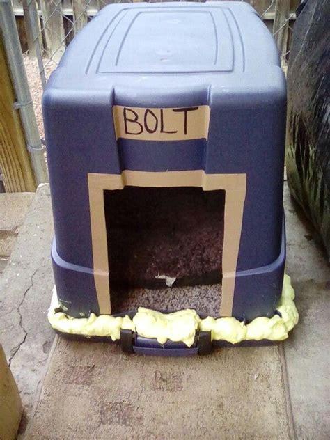 Diy-Dog-House-Plastic-Bin