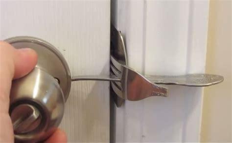 Diy-Door-Lock-For-Motel-Room