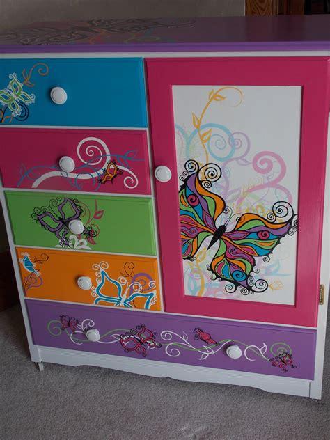 Diy-Dresser-Butterflies-Decoupage