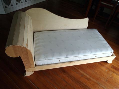 Diy-Fainting-Couch