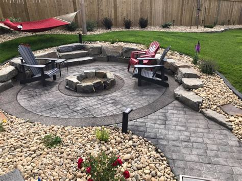 Diy-Fire-Pit-Ideas-On-Concrete-Patio