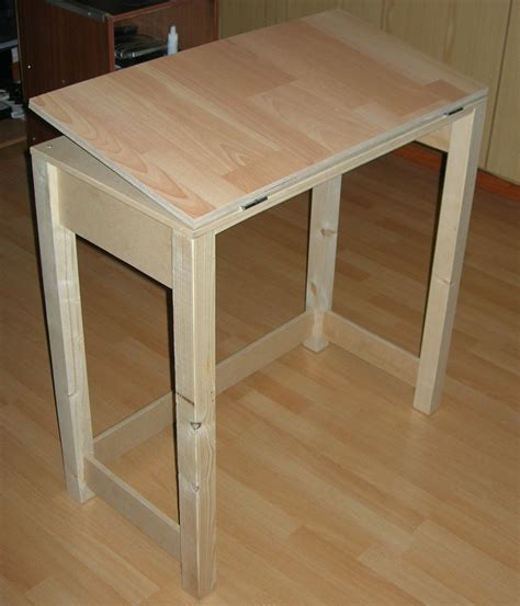 Diy-Foldable-Drawing-Table