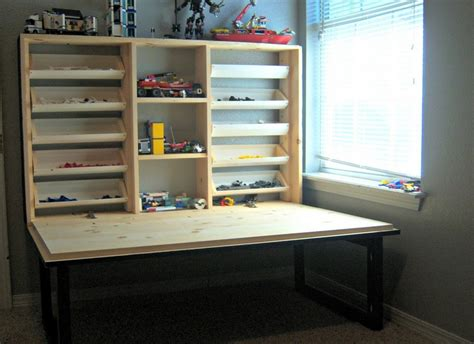 Diy-Folding-Lego-Table