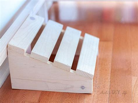 Diy-Footrest-For-Desk
