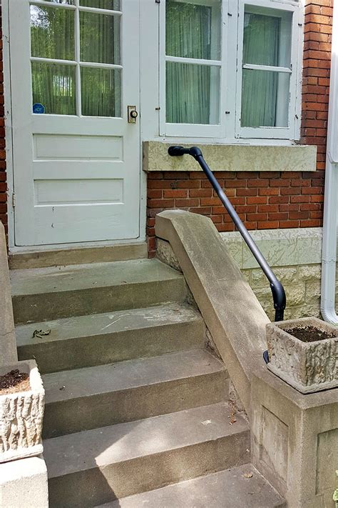 Diy-Front-Door-Step-Handrail