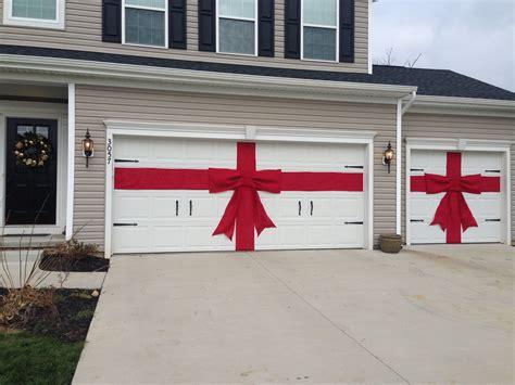 Diy-Garage-Door-Christmas-Bow