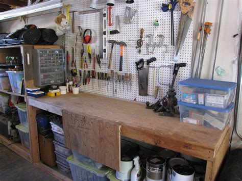 Diy-Garage-Work-Bench-Ideas