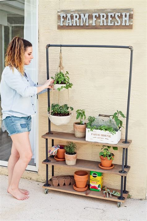 Diy-Garden-Shelves