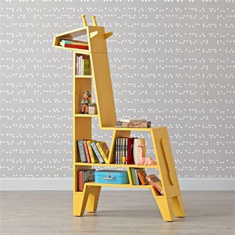 Diy-Giraffe-Bookcase