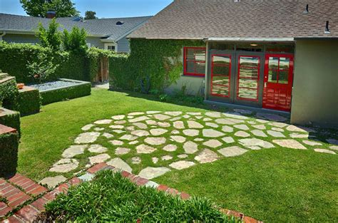 Diy-Grass-And-Stone-Patio