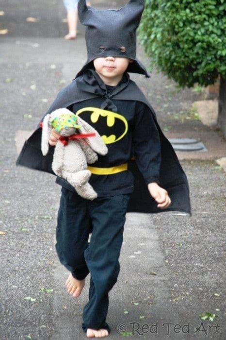 Diy-Halloween-Costumes-Batman