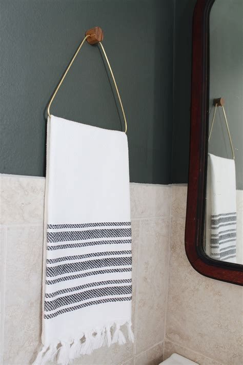 Diy-Hand-Towel-Rack