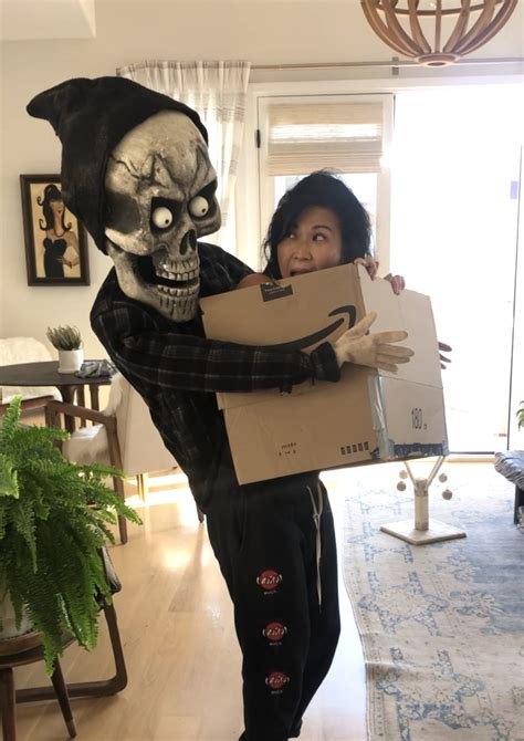 Diy-Head-In-A-Box-Costume