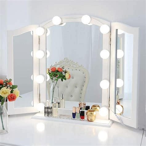 Diy-Hollywood-Style-Lighted-Vanity-Makeup-Mirror