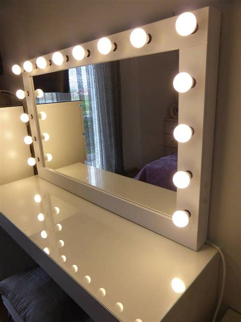 Diy-Hollywood-Vanity-Mirror-Ikea