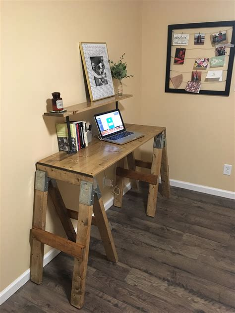 Diy-Horseshoe-Desk