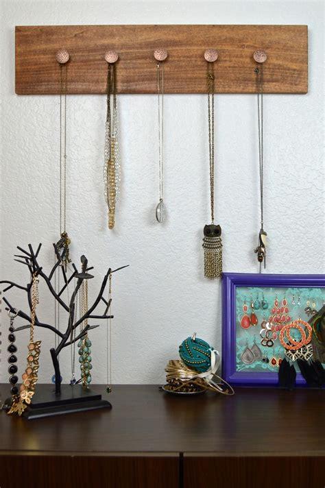 Diy-Jewelry-Hanging-Wood
