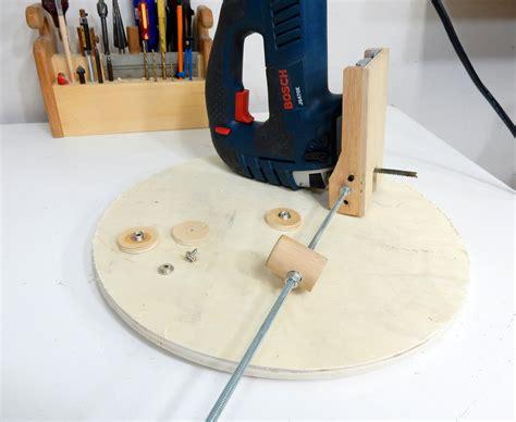 Diy-Jigsaw-Circle-Cutting-Jig-Wood-Base-With-Cam-Locks