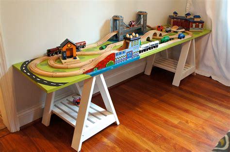 Diy-Kid-Train-Table