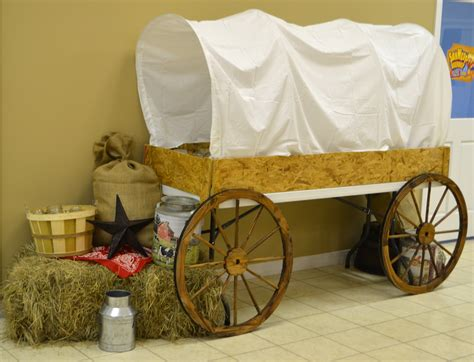 Diy-Large-Covered-Wagon-Table