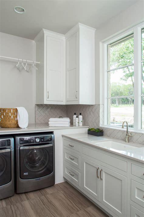 Diy-Laundrry-Room-Corner-Cabinet