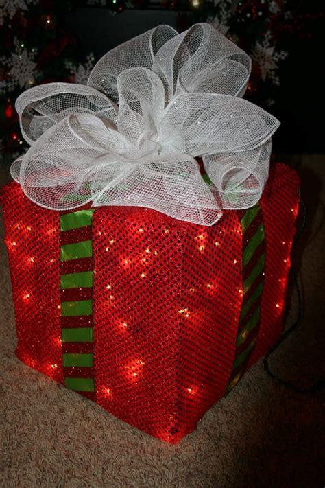 Diy-Lighted-Christmas-Box-Decoration
