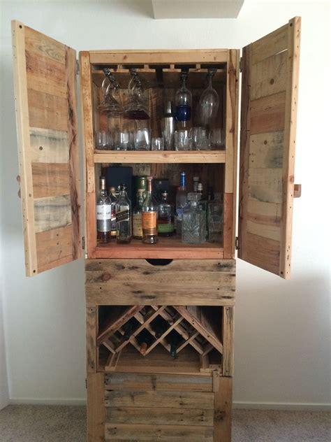 Diy-Liquor-Cabinet-Bar-Suitcase