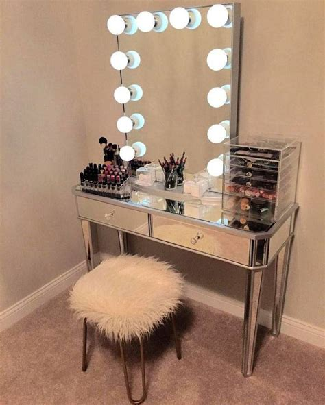 Diy-Makeup-Vanity-Desk