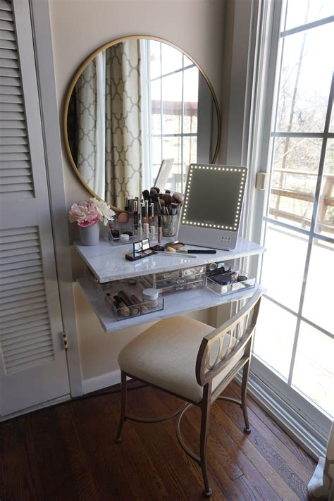 Diy-Makeup-Vanity-For-Small-Spaces
