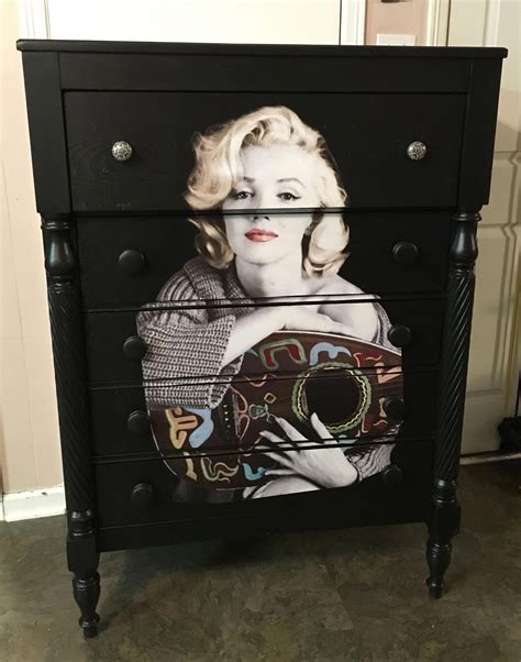 Diy-Marilyn-Monroe-Dresser