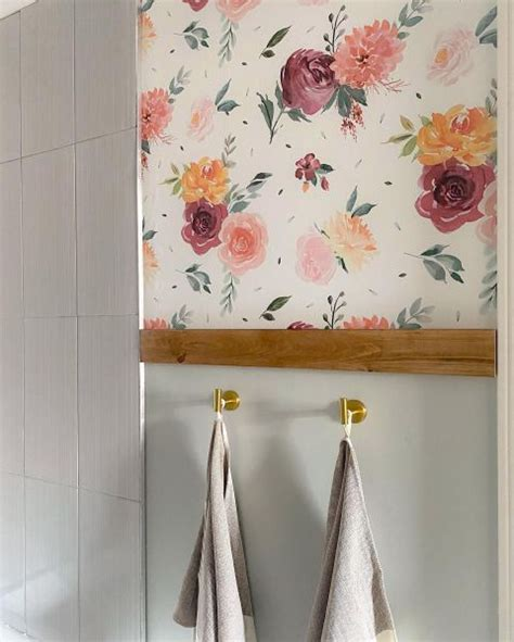 Diy-Mirrored-Headboard-Using-A-Builder-Grade-Bathroom-Mirror