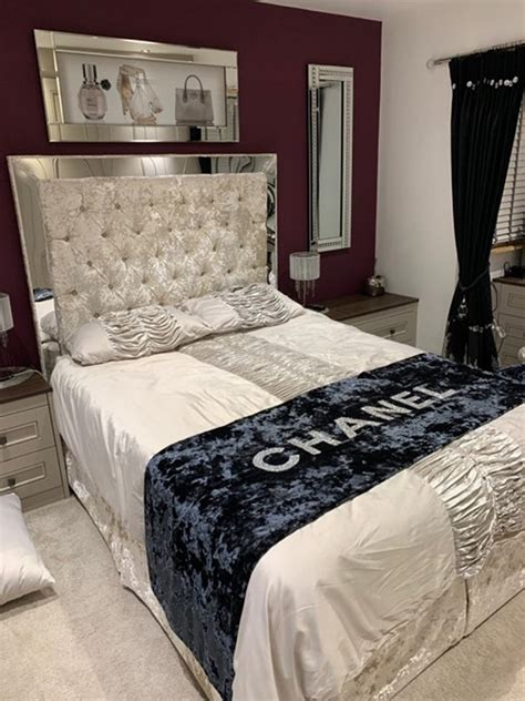 Diy-Mirrored-Tufted-Headboard