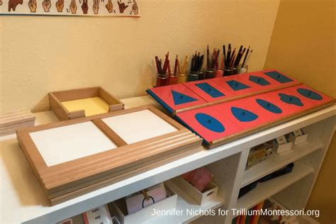 Diy-Montessori-Insets-Shelf