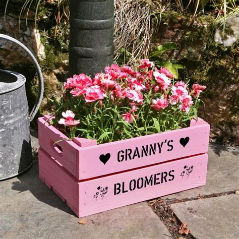 Diy-Mothers-Day-Wooden-Flower-Boxes
