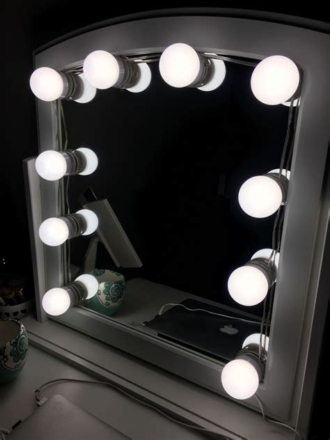 Diy-Move-Vanity-Mirror-Ligbting
