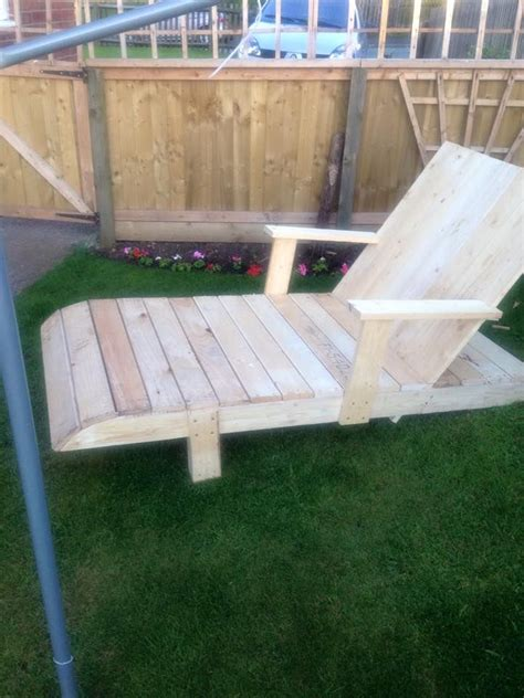 Diy-Outdoor-Lounge-Chair-With-Armrests