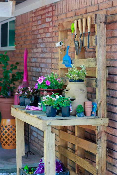 Diy-Outdoor-Potting-Table